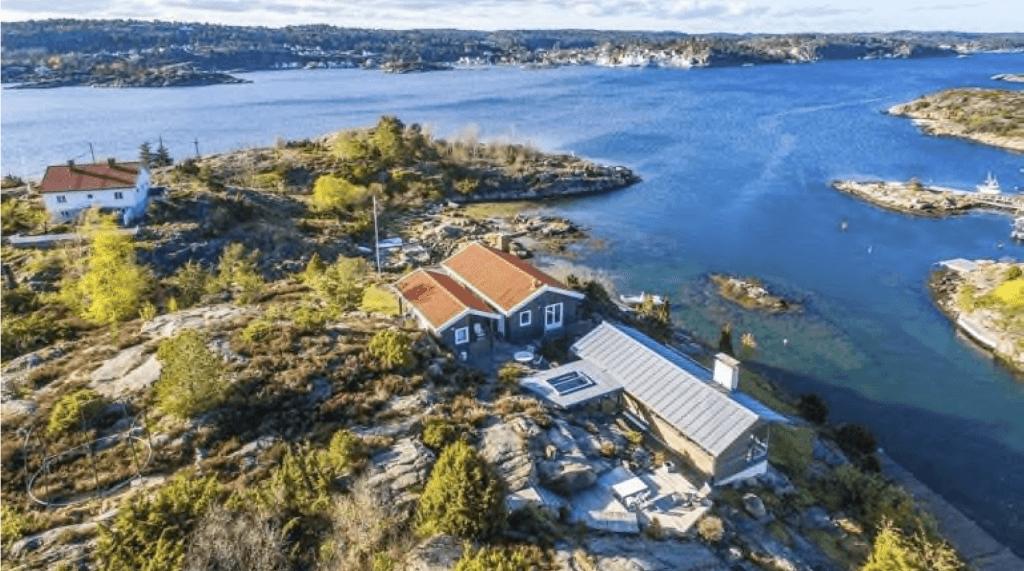 Dronebilde fra hytte i Tvedestrand